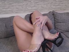 Nina Devil shows her exciting feet
