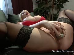 Submissive Candy Manson bangs a dildo