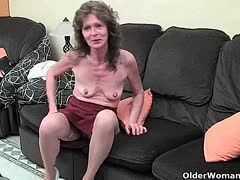 Skinny granny slut with wrinkled tits wants to have fun