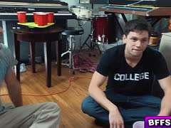 Flaschendrehen College Party Evil Jared