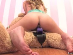 Blonde porn girl does it behind the camera