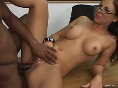 Maria Bellucci has experience with black cocks