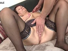 Young fuck-buddy makes mature babe happy