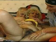 Cfnm Babe Gets Oral Sex
