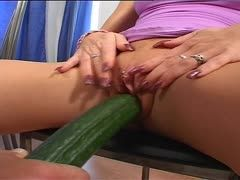 Blondie stretches her hole with a cucumber